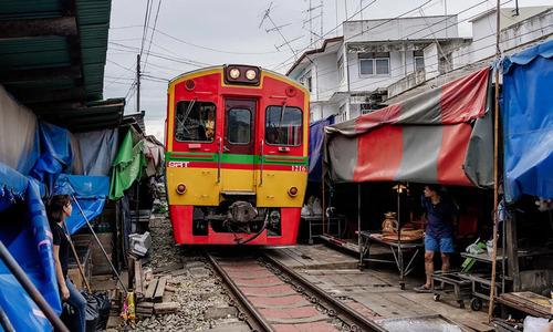 曼谷景點推薦美功鐵道市場