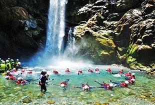 【台灣秋冬玩水】宜蘭鹿皮溪溯溪|金岳瀑布X跳水滑瀑
